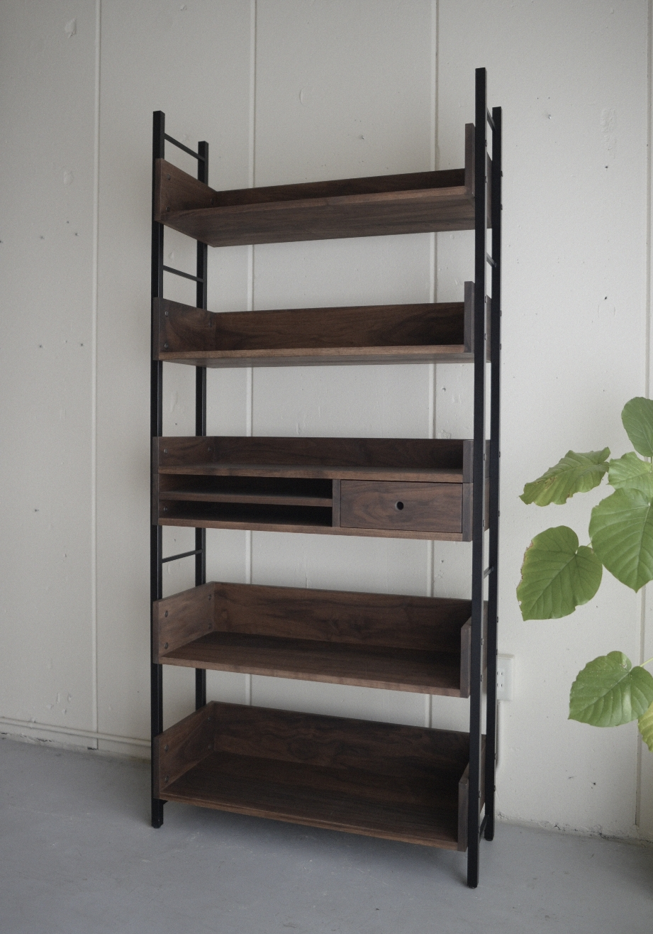 10iron-book-shelf1